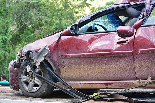 事故が起きた赤の車