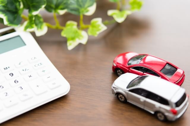 フィギュアの車と電卓