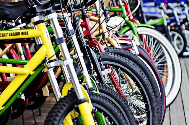 並べられたたくさんの自転車