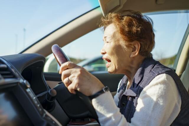 高齢者女性の運転